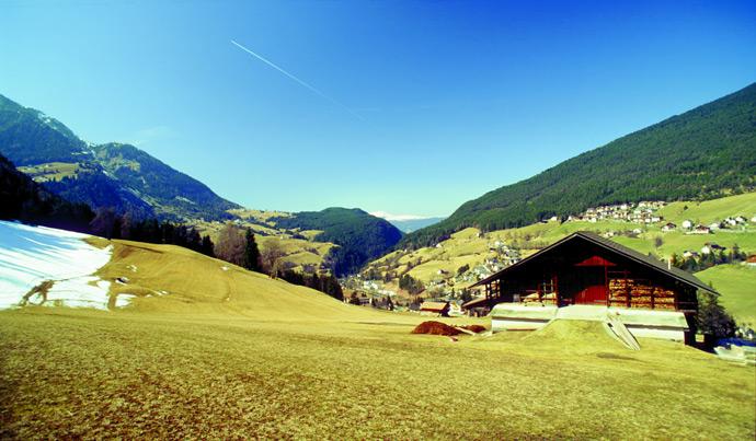 ein ferienhaus in den italienischen alpen mieten ferienhaus alpen. Black Bedroom Furniture Sets. Home Design Ideas